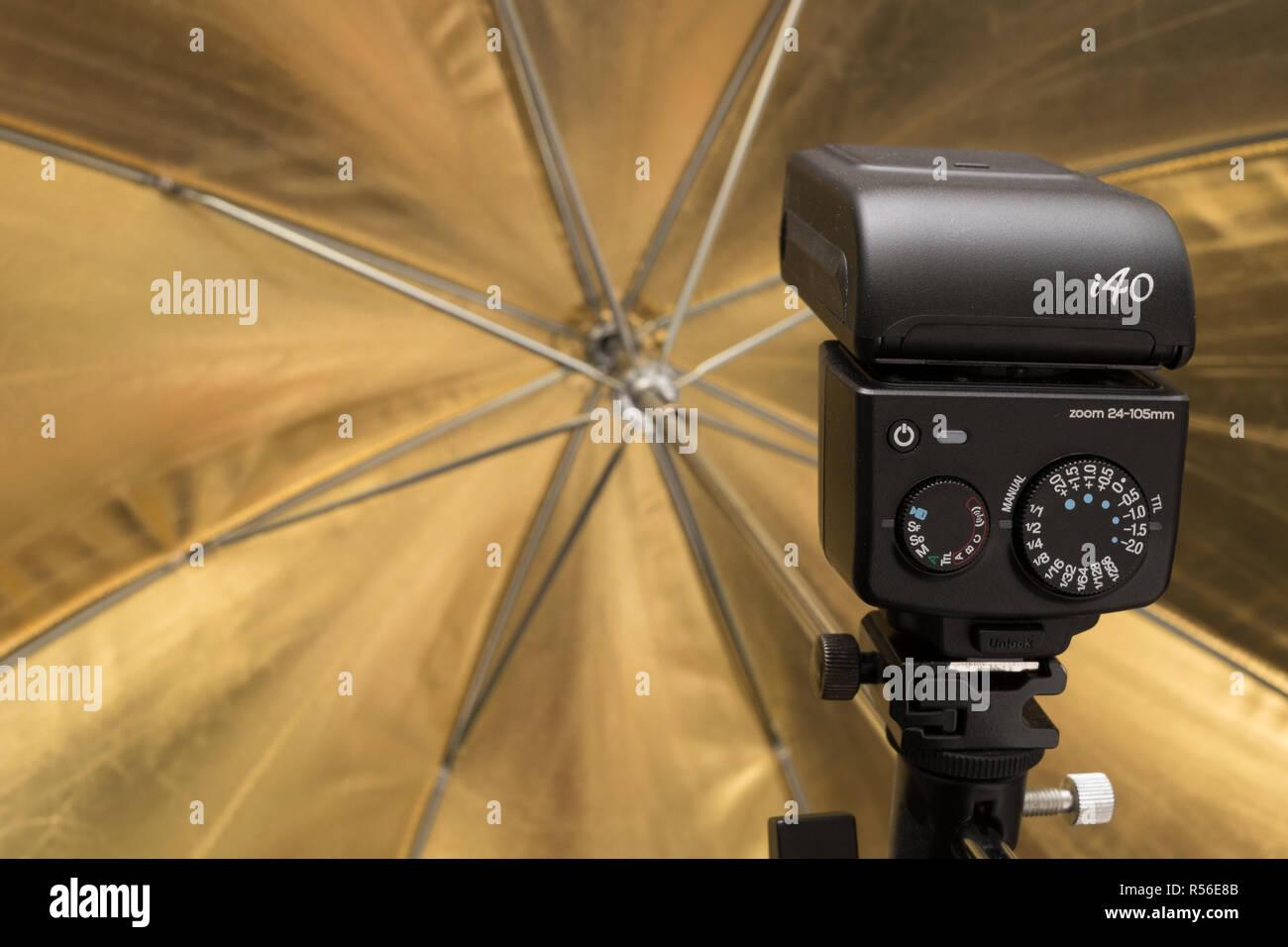 Nissin I40 flashgun - Stock Image
