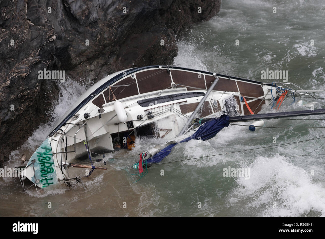 Shipwrecked yacht smashed on the Island beach Newquay,Cornwall, UK. - Stock Image