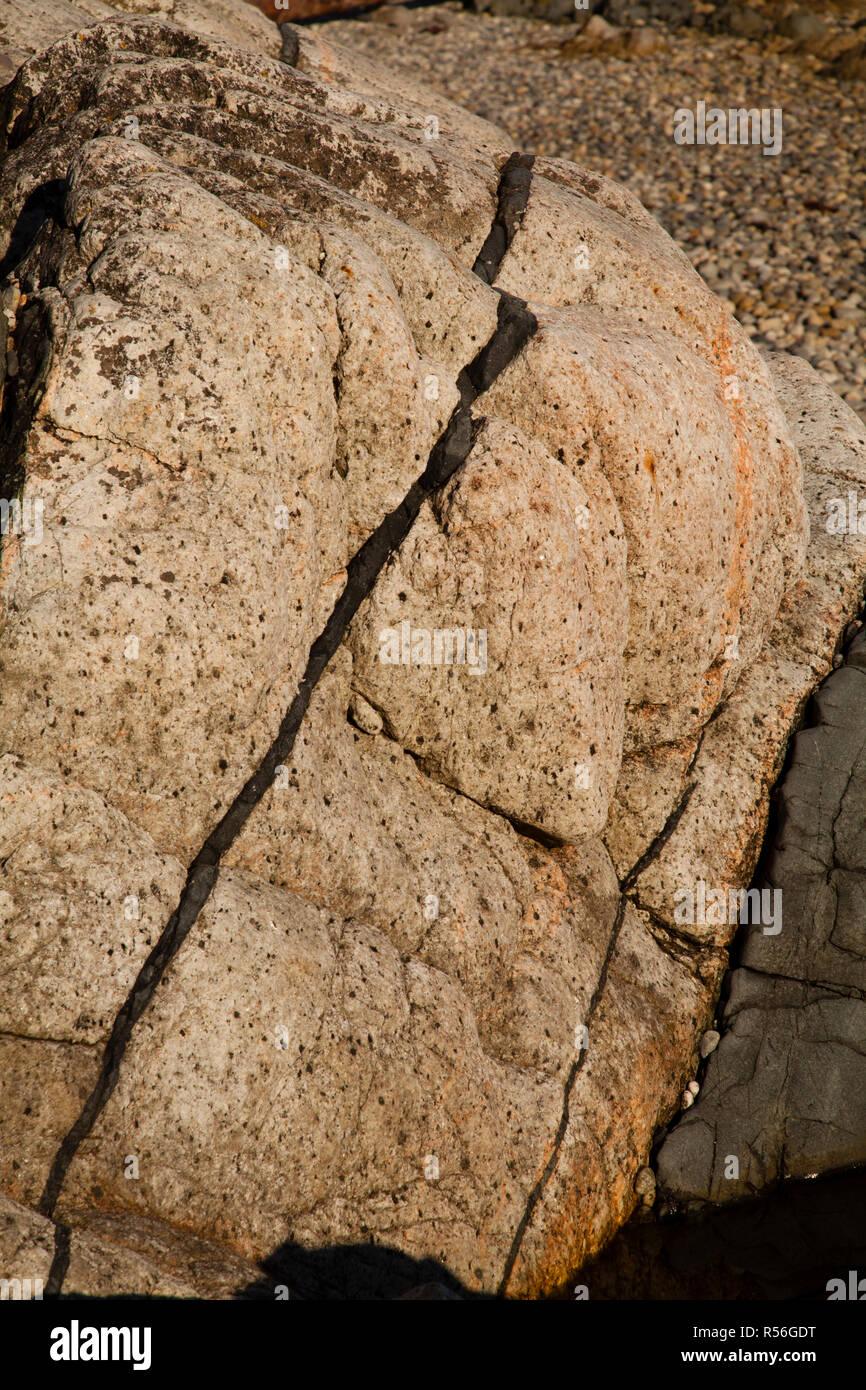 Diabase dike intrusion, Browning Beach, Sechelt, British Columbia, Canada - Stock Image