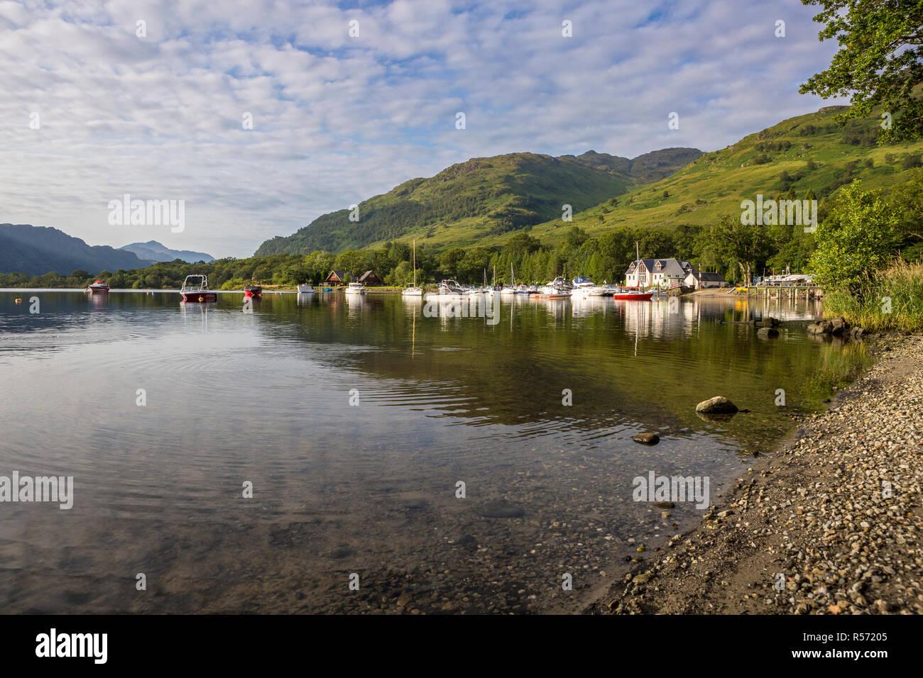 Waterfront at Loch Lomond Holiday Park on a calm sunny summer morning, Inveruglas, Loch Lomond & The Trossachs National Park, Scotland, UK - Stock Image