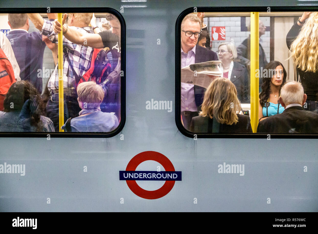 United Kingdom Great Britain England London Westminster St. James's Park Underground Station tube subway public transportation platform crowded train - Stock Image