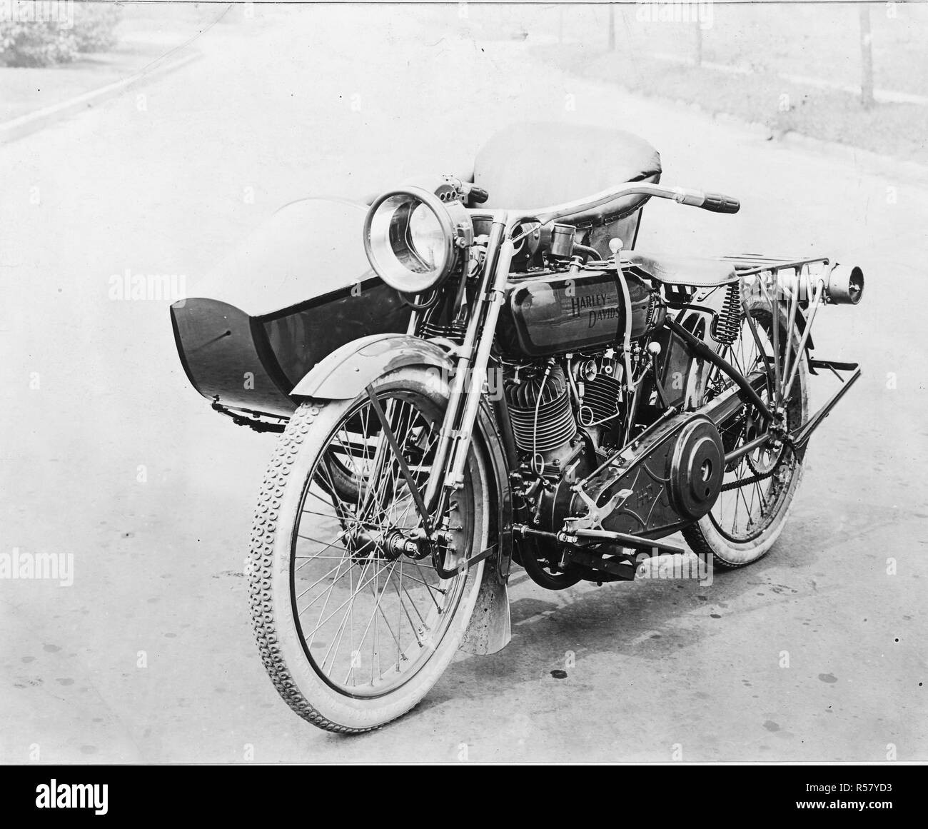 Motor Vehicles - In Use - Model 18-F three-speed twin, Prest-O-Lite attachment with side car - Stock Image