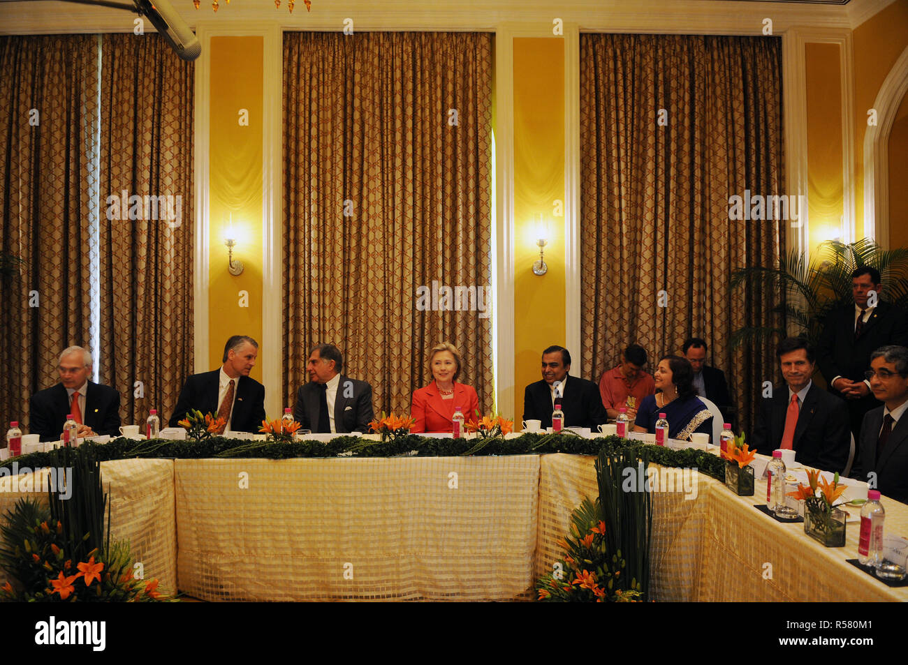 From left to right: Jamshyd N. Godrej, Chairman of the Board of Godrej and Boyce Manufacturing Company Limited; Timothy J. Roemer, U.S. Ambassador-Designate to India; Ratan Tata, Chairman of the Tata Group; Secretary Clinton; Mukesh Ambani, chairman and managing director of Reliance Industries; Swati Piramal, Director of Strategic Alliance and Communication at Piramal Healthcare Ltd.; Robert O. Blake, Assistant Secretary of State for South and Central Asia; O.P. Bhatt, Chairman of the State Bank of India - Stock Image