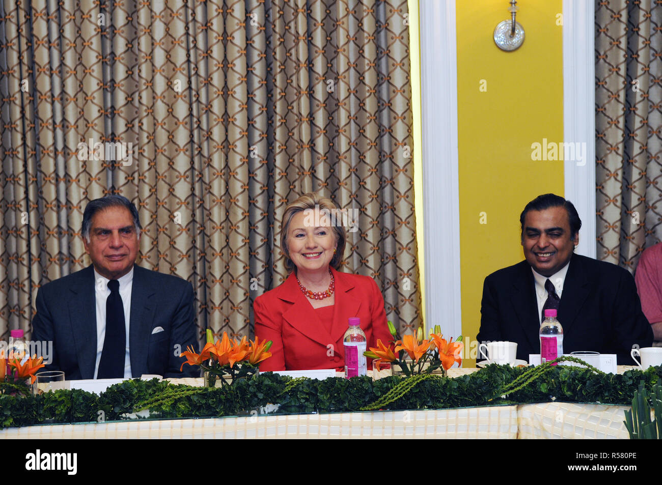 2009 - U.S. Secretary of State Hillary Rodham Clinton meets with India's business leaders. From left to right: Ratan Tata, Charmain of the Tata Group; Secretary Clinton; Mukesh Ambani, Chairman and Managing Director of Reliance Industries - Stock Image
