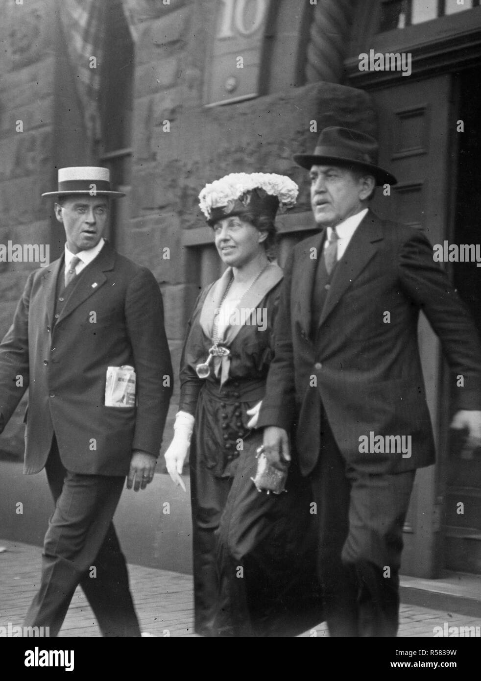 Arrest of Alien Enemies in U.S.A. - Mrs. Carl Muck, wife of the former leader of the Boston Symphony Orchestra after registering as an alien enemy ca. 1918 - Stock Image