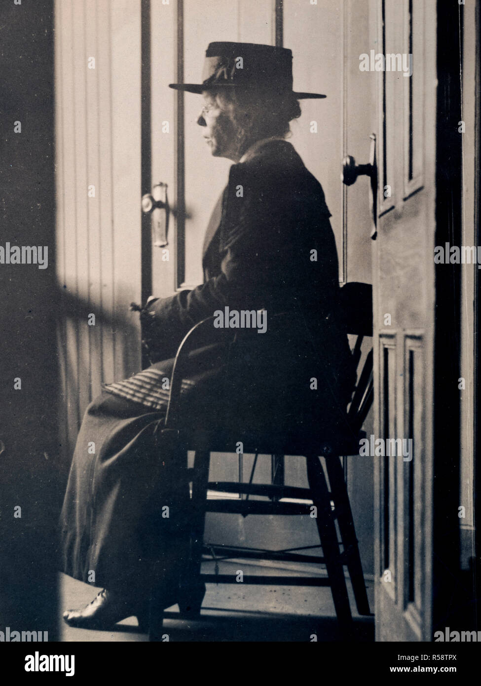 Arrest of Alien Enemies in U.S.A. - German woman spy caught. Manda Kreutzinger, a Postal Telegraph Operator in New Haven, Connecticut, was caught by a U.S. Secret Service man who posed as a German agent. She had control of the New Haven wire used exclusively for Government messages ca. 1918 - Stock Image