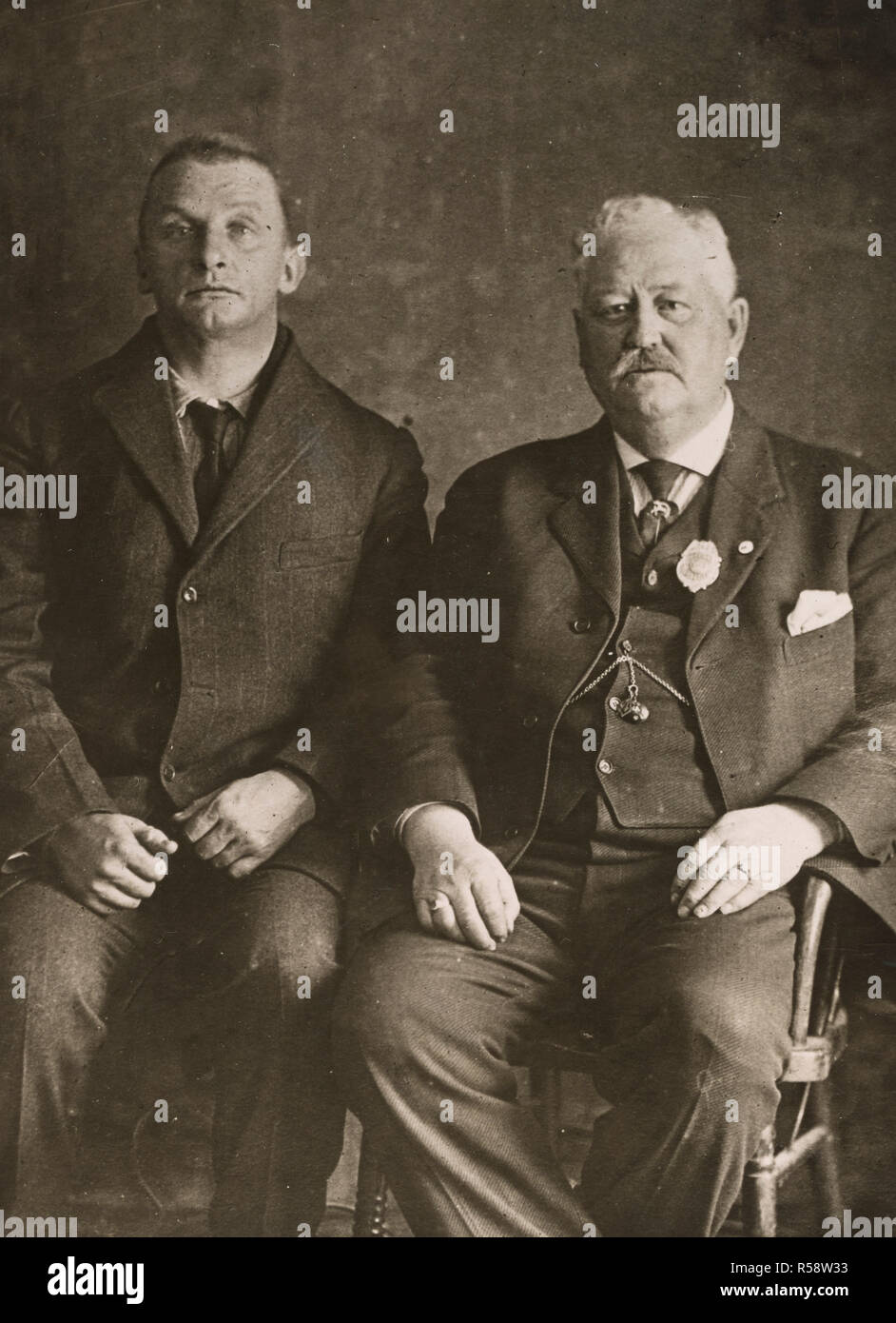 Arrest of Alien Enemies in U.S.A. - Man who attempted to destroy Canadian bridge. Sheriff George W. Ross with his prisoner, Werner Van Horn, who, it is alleged, tried to wreck a railroad bridge to deter British supply shipments to the battlefields of Europe. He said he was a German army officer ca. 1918 - Stock Image