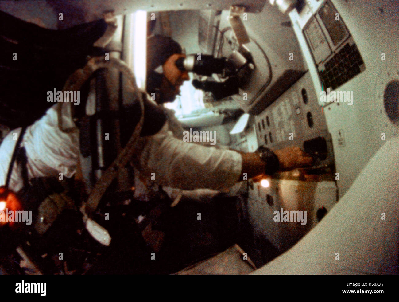 Apollo Guidance Stock Photos Images Alamy The Computer 1968 Astronaut James A Lovell