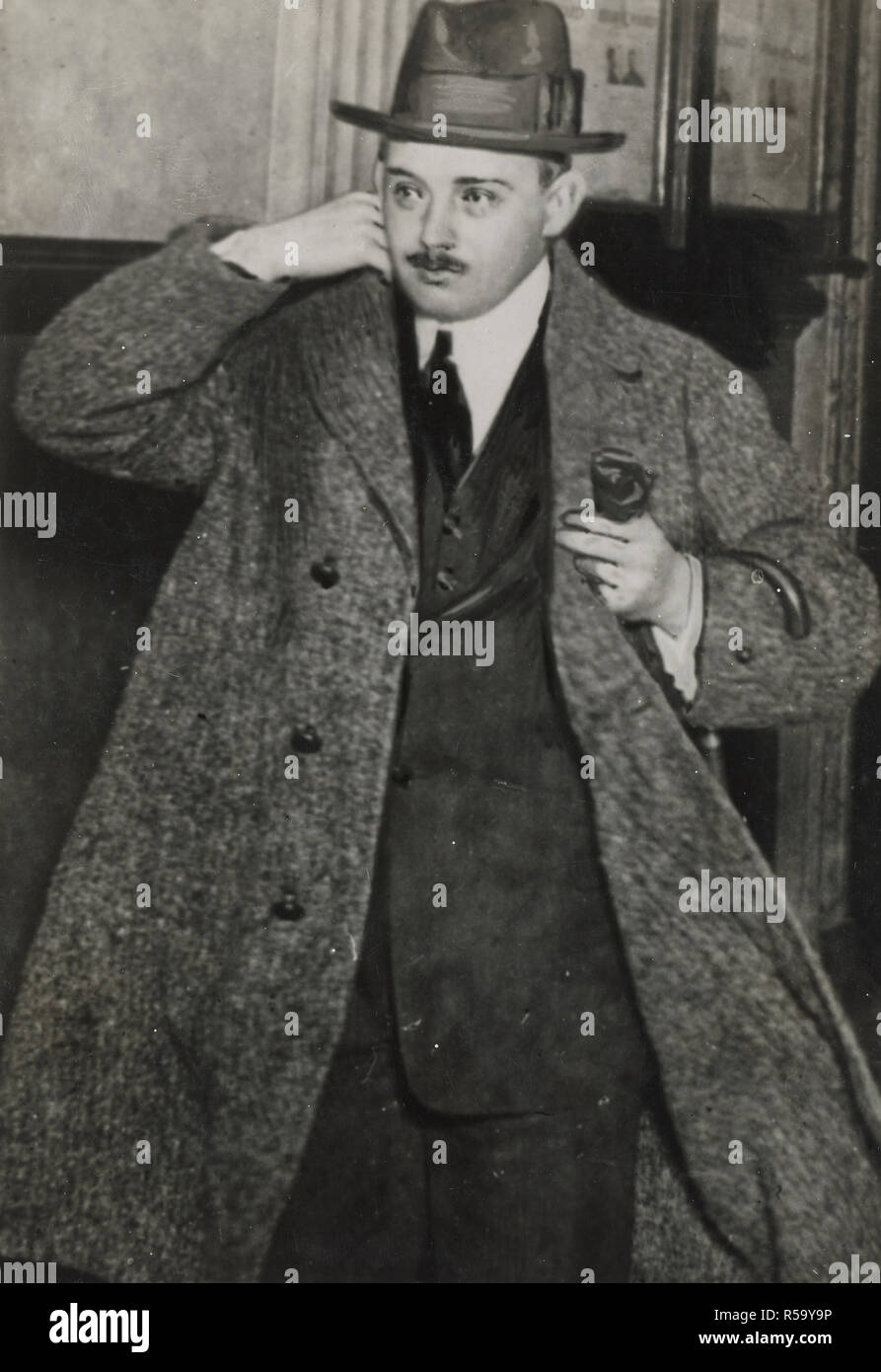 1919-   Arrest of Alien Enemies in U.S.A. - Wolf Von Igel, a paymaster for the German government in connection with enemy activities in war country. Von Igel was convicted at San Francisco in March 1919 for feloniously conspiring to set on foot a military enterprise within the territory of the United States against India - Stock Image