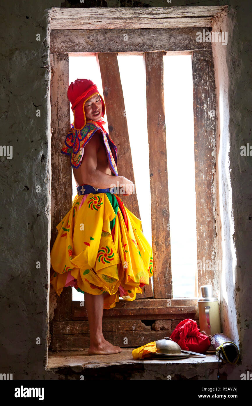 Dancer at window, Tshechu Festival at Wangdue Phodrang Dzong Wangdi Bhutan - Stock Image