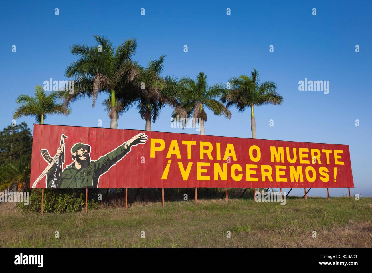 Cuba, Pinar del Rio Province, Pinar del Rio, roadside patriotic mural with Fidel Castro Stock Photo