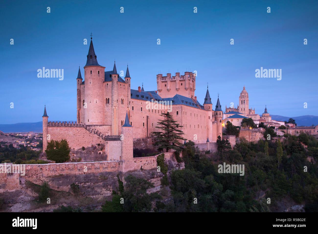 Spain, Castilla y Leon Region, Segovia Province, Segovia, The Alcazar, dusk - Stock Image
