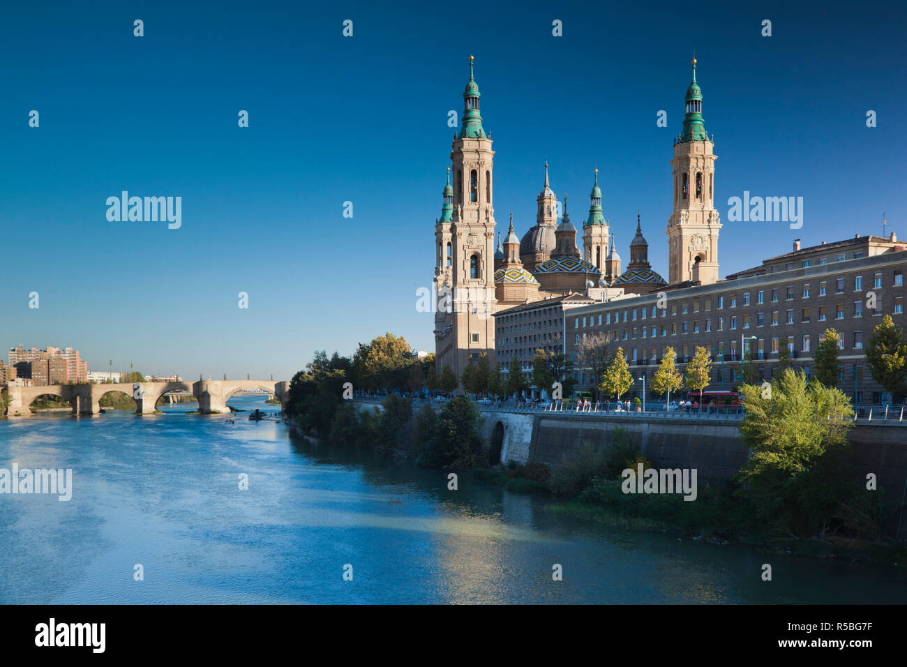 Spain, Aragon Region, Zaragoza Province, Zaragoza, Basilica de Nuestra Senora de Pilar on the Ebro River - Stock Image