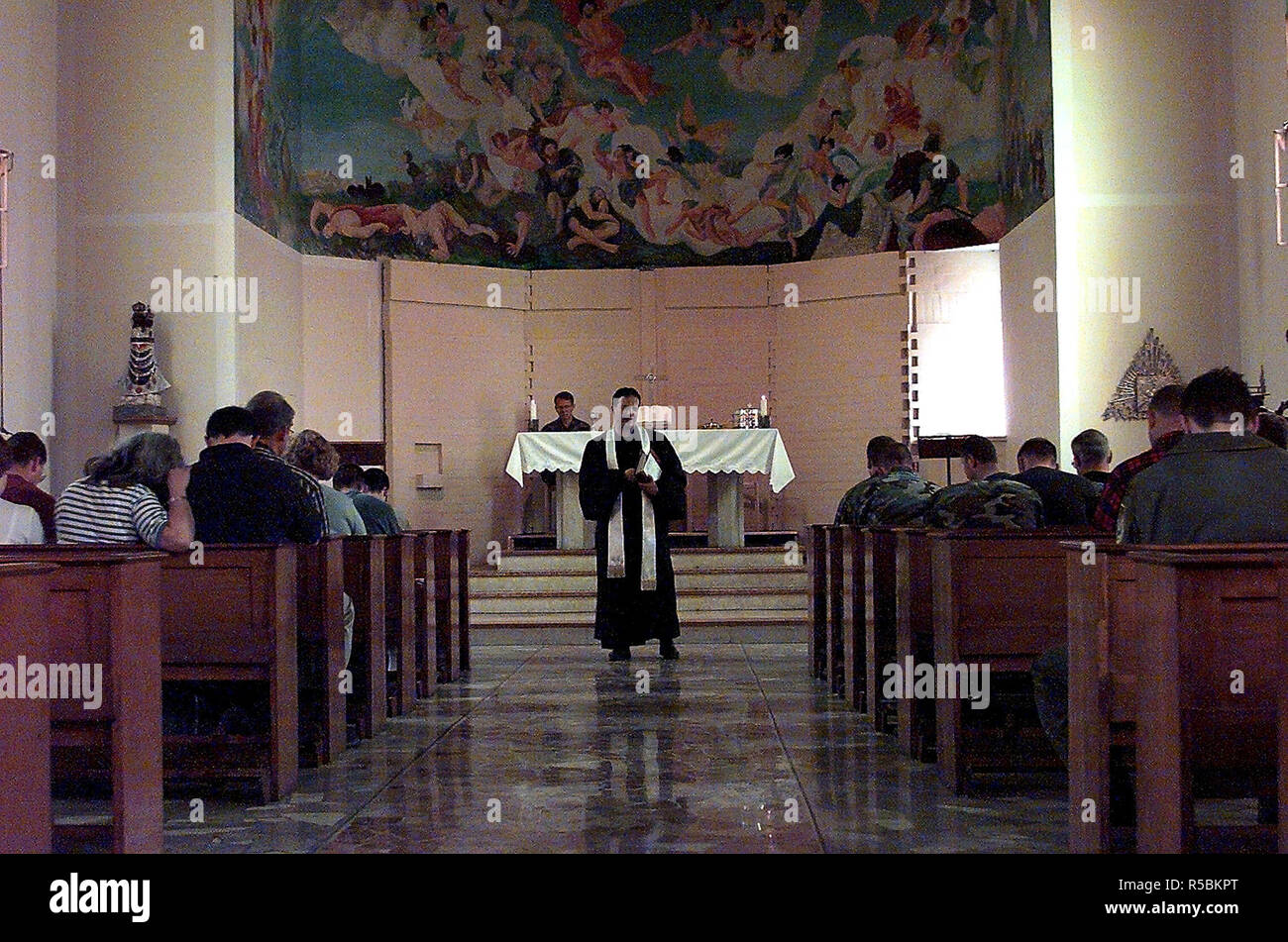 1999 - ALLIED FORCE -  protestant chaplin preaches to the congregation as part of the Easter Sunday Church service held on Aviano Air Base Italy's Tent city church - Stock Image