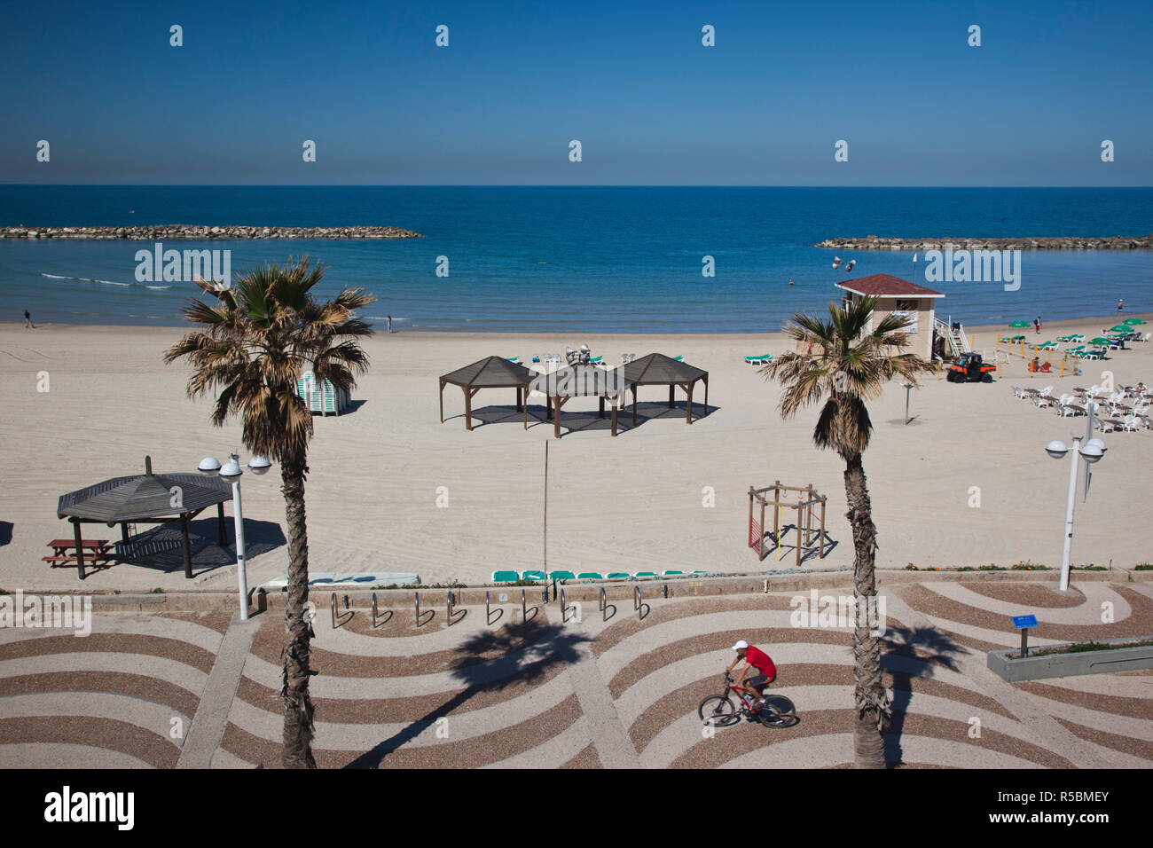 Israel, Tel Aviv beach walkway - Stock Image