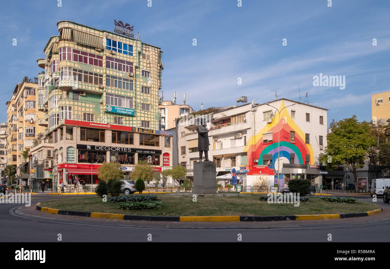 The painted facades of apartment building  by residents in colorful fashion the make city more happy. Roundabout with statue of president Roosevelt - Stock Image