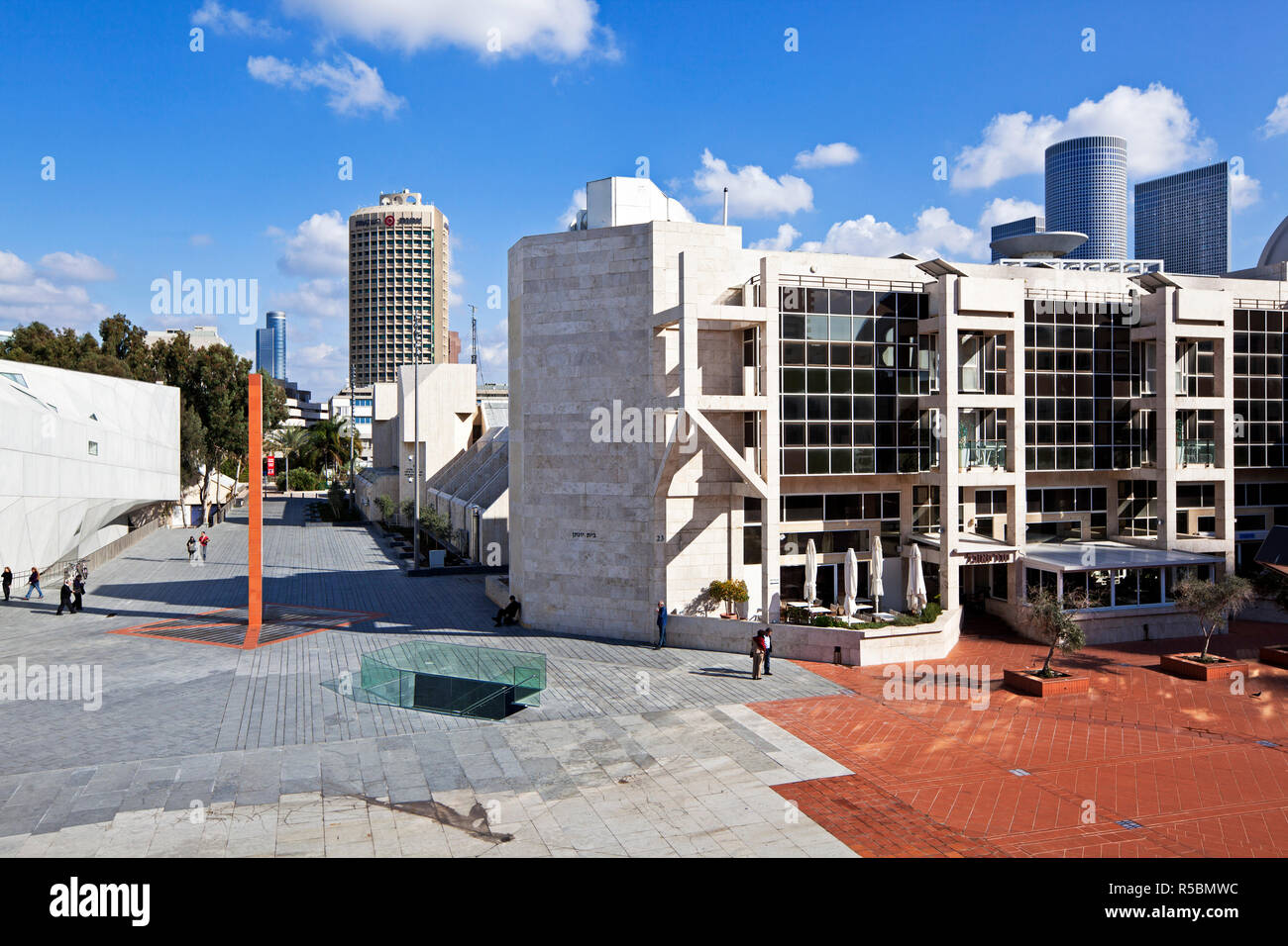 Israel, Tel Aviv, exterior of the new Herta and Paul Amir building of the Tel Aviv Museum of Art - Stock Image