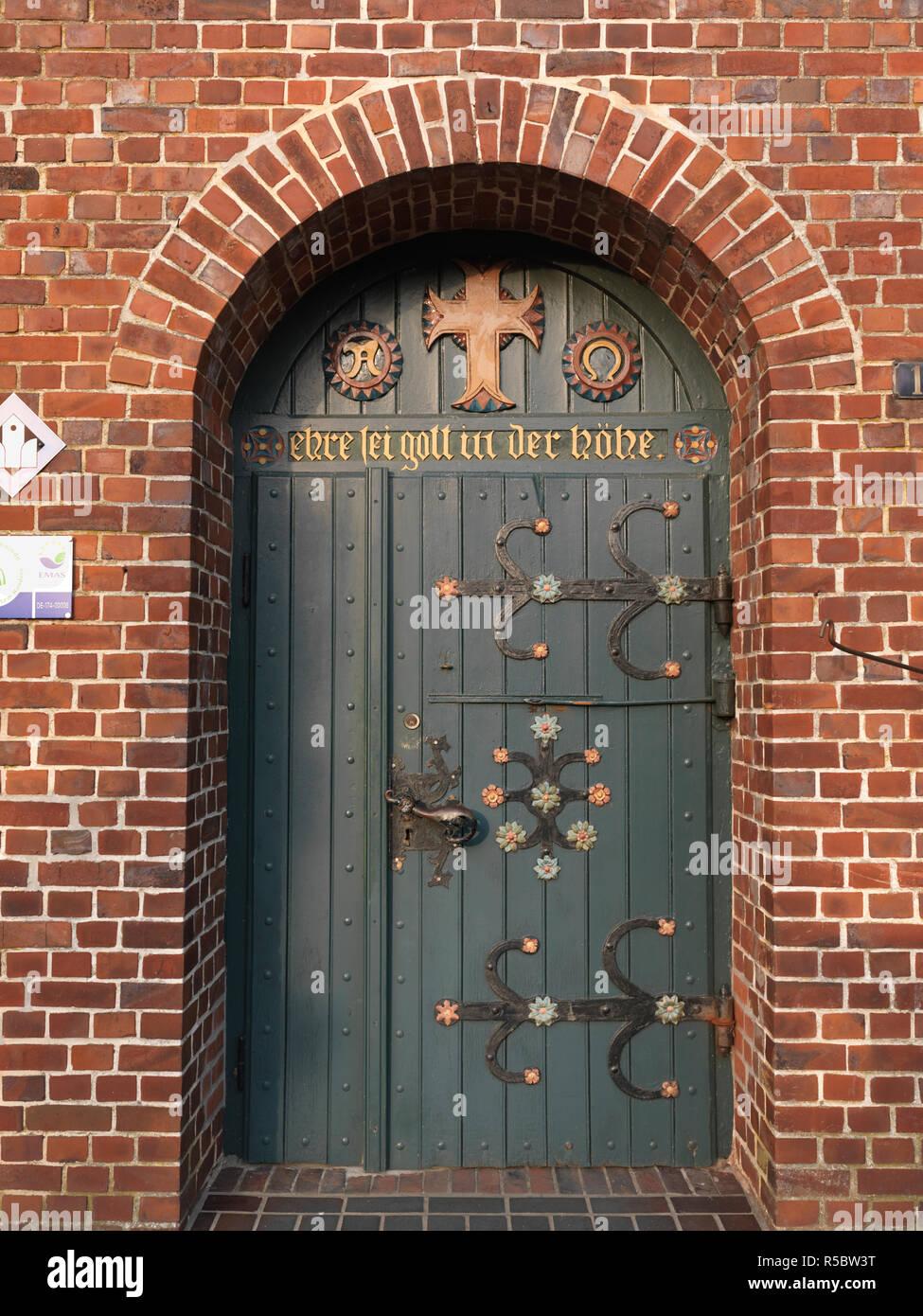 Tür von der St. Matthias Kirche, Jork, Landkreis Stade, Niedersachsen, Deutschland - Stock Image