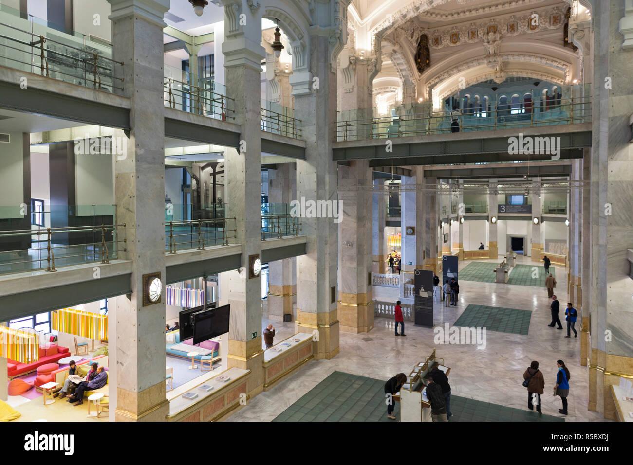 Spain, Madrid, Plaza de la Cibeles, Palacio de Communicaciones, once the world's biggest post office renovated into the El Centro exhibition space Stock Photo
