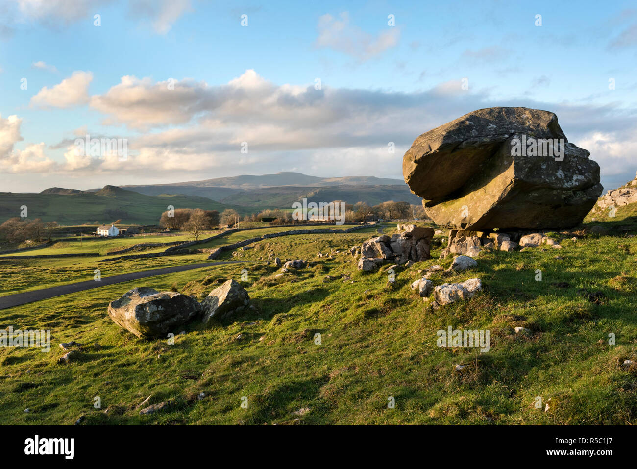 Samson's Toe, a glacial erratic boulder, at Winskill Stones, Langcliffe, Yorkshire Dales National Park - Stock Image