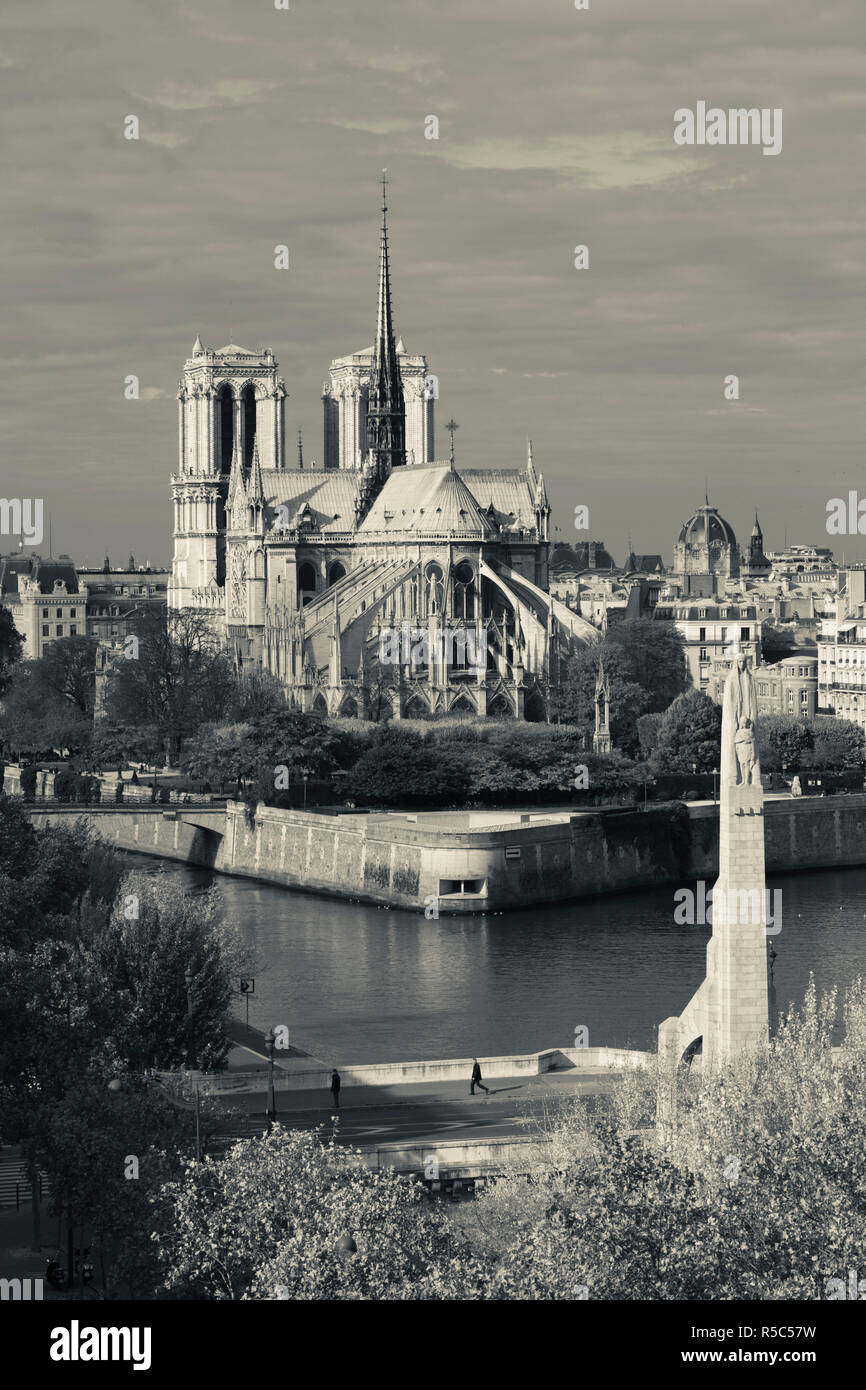 France, Paris, elevated view of the Cathedrale Notre Dame and the Pont de la Tournelle bridge - Stock Image