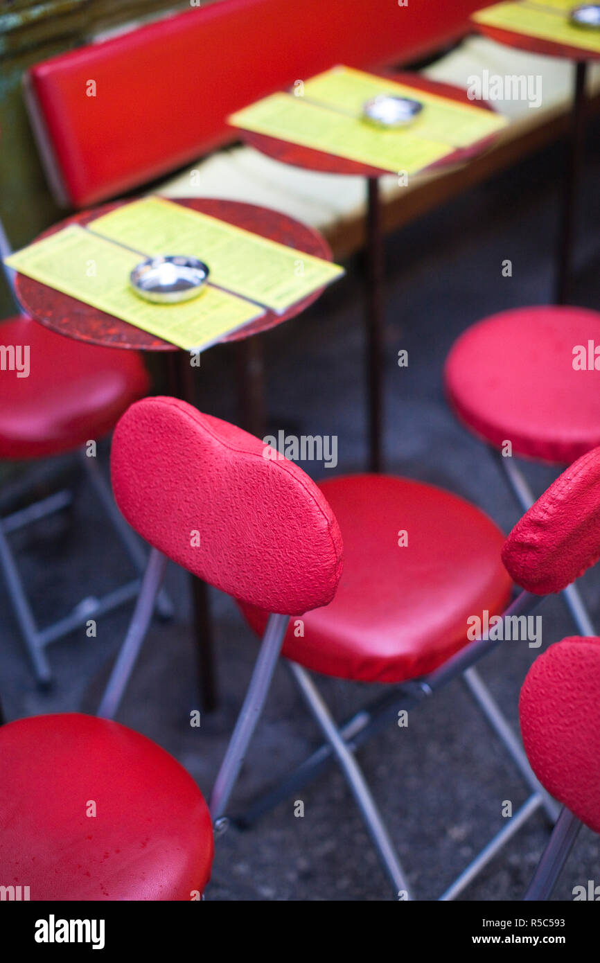 France, Paris, Left Bank, cafe tables, rue de Buci - Stock Image