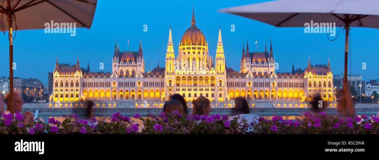Hungarian Parliament Building illuminated at dusk, Budapest, Hungary - Stock Image