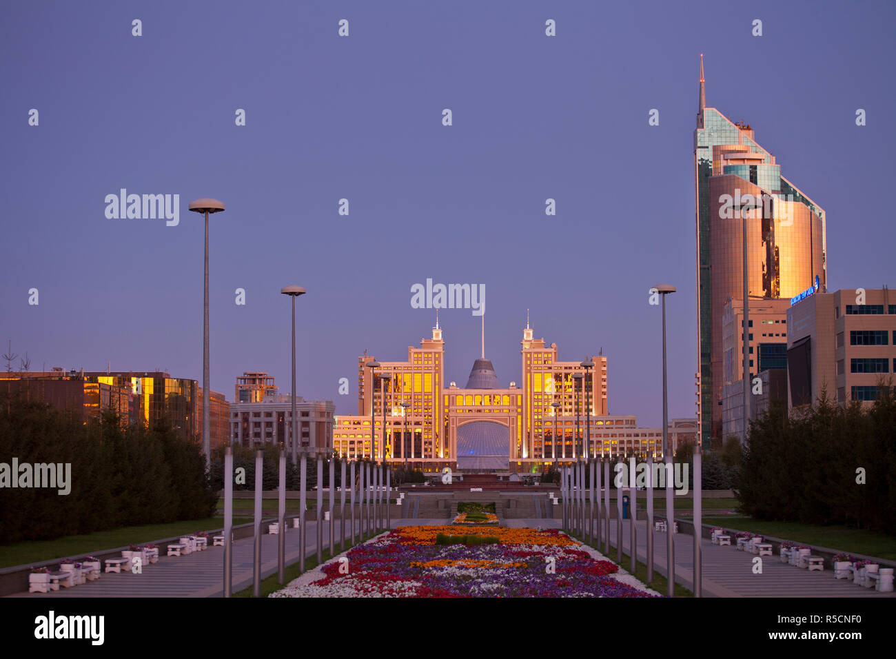 Kazakhstan, Astana, Nurzhol Bulvar - KazMunaiGas building home to the Oil and Gas Ministry, to the right is the Transport and Communications building Stock Photo
