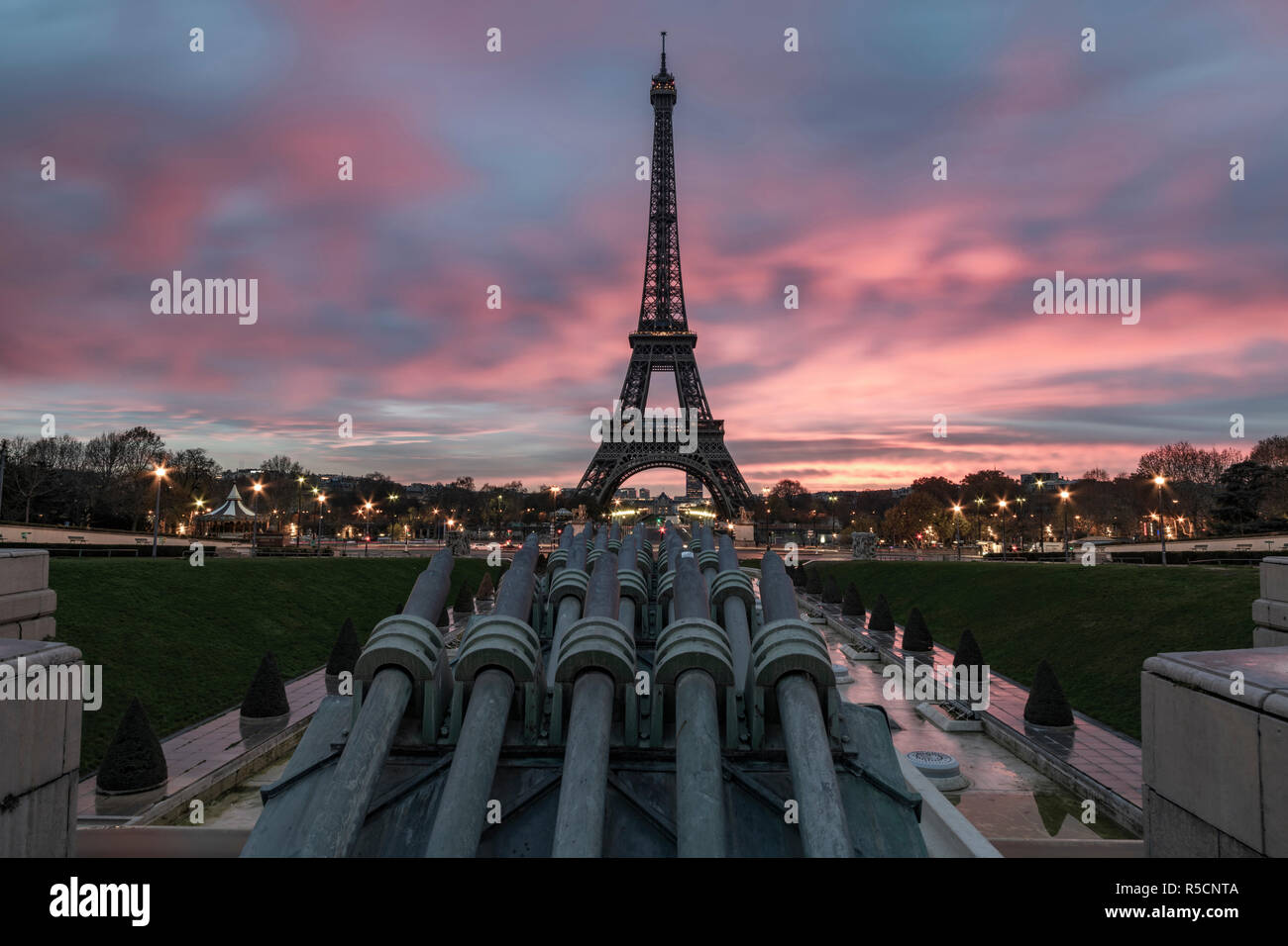 Sunrise on the Eiffel tower reflection on the Trocadero fountain water in Paris, one of the most visited building by the tourists Stock Photo