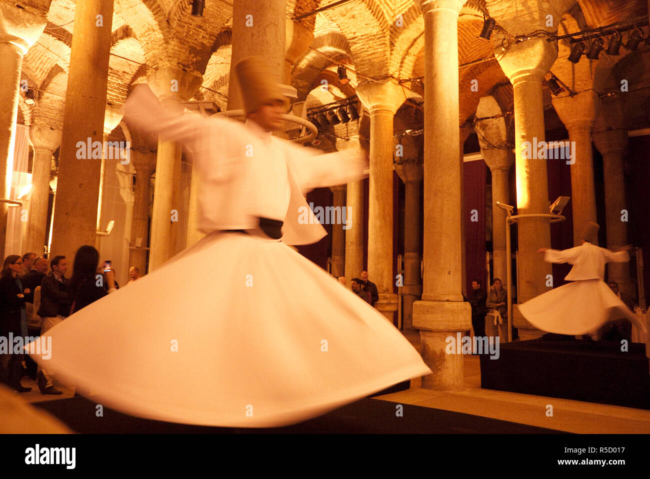 Whirling dervishes in the 1001 column cisterns, Istanbul, Turkey - Stock Image