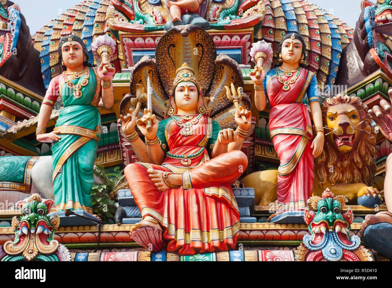 Singapore, Sri Mariamman Temple, Hindu Deities Adorning Roof of Main Prayer Hall - Stock Image