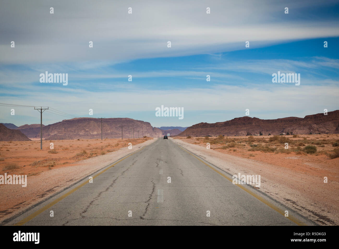 Jordan, Wadi Rum, desert road to Rum village - Stock Image