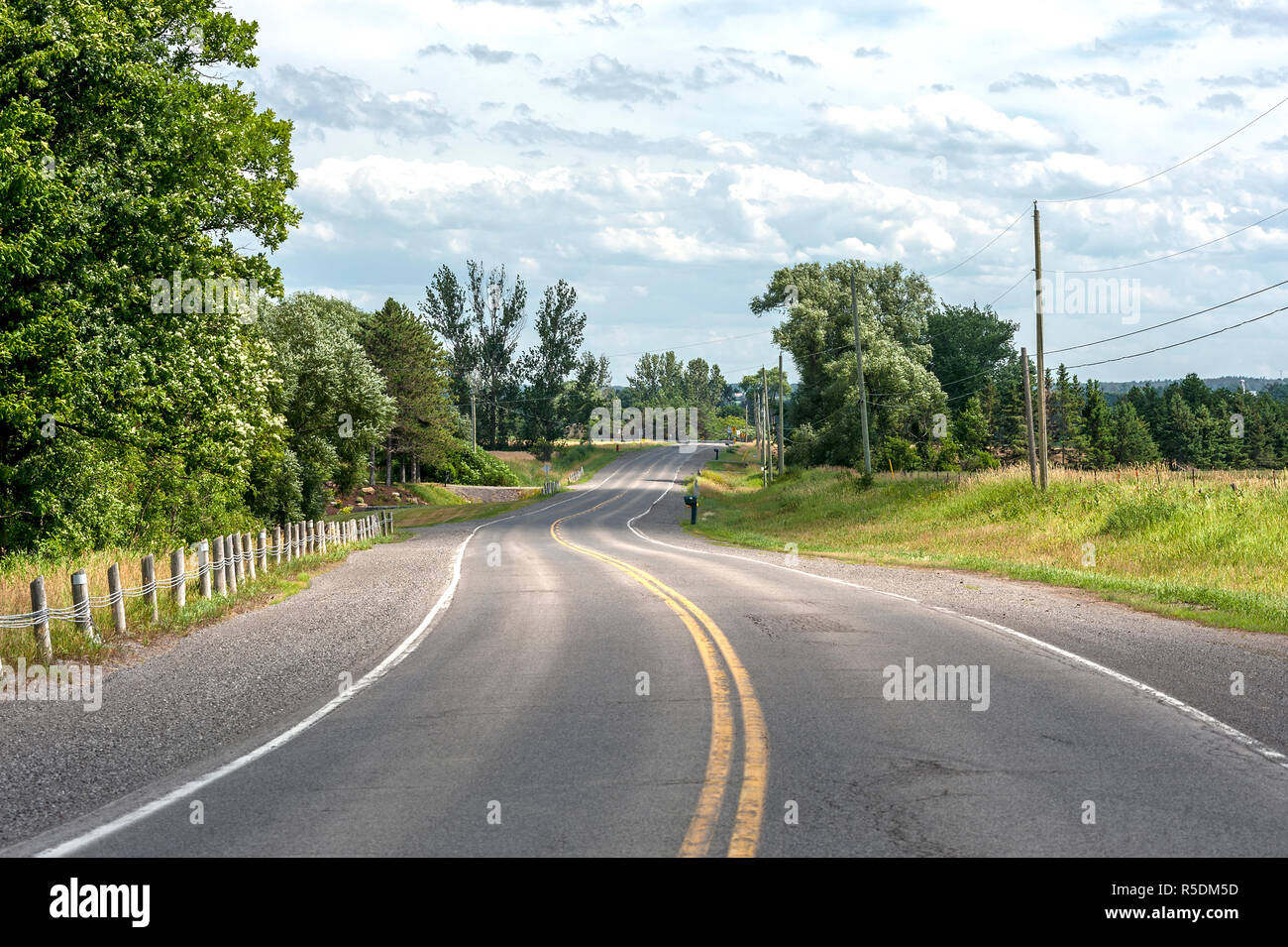 winding country road with no cars or people - Stock Image
