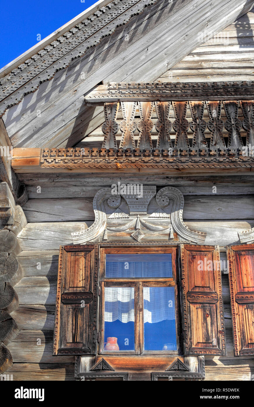Traditional wooden house (1882), Museum of wooden architecture Vitoslavlicy, Veliky Novgorod, Novgorod region, Russia - Stock Image