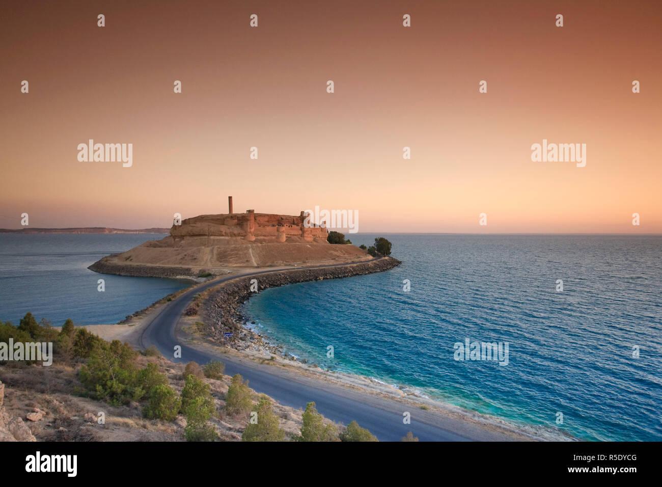 Syria, Euphrates river , Ath Thaura, Lake Al-Assad and Qalaat Jaabar Castle - Stock Image