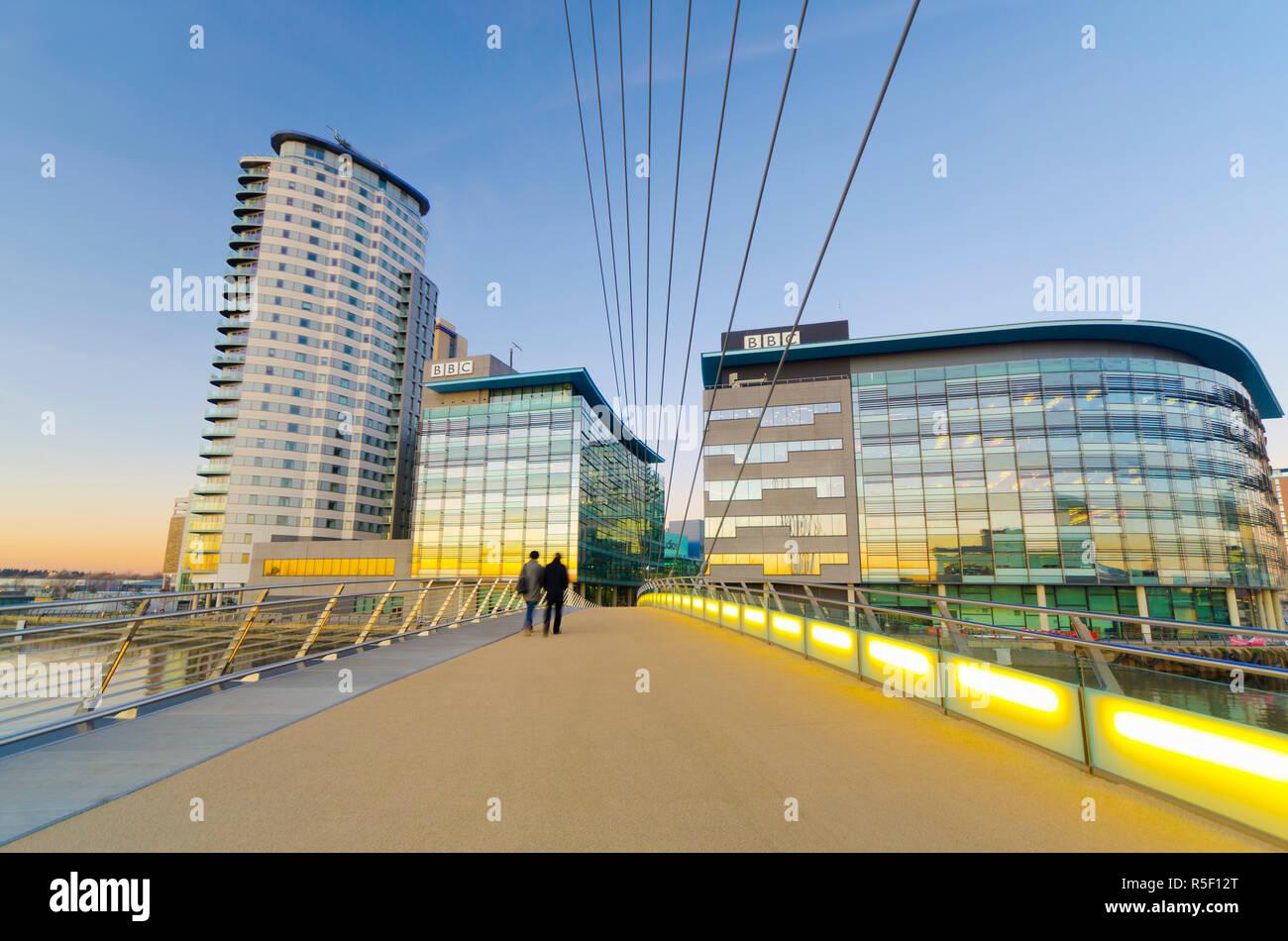 UK, England, Greater Manchester, Salford, Salford Quays, North Bay, MediaCityUK, housing BBC, and MediaCityUK Footbridge Stock Photo