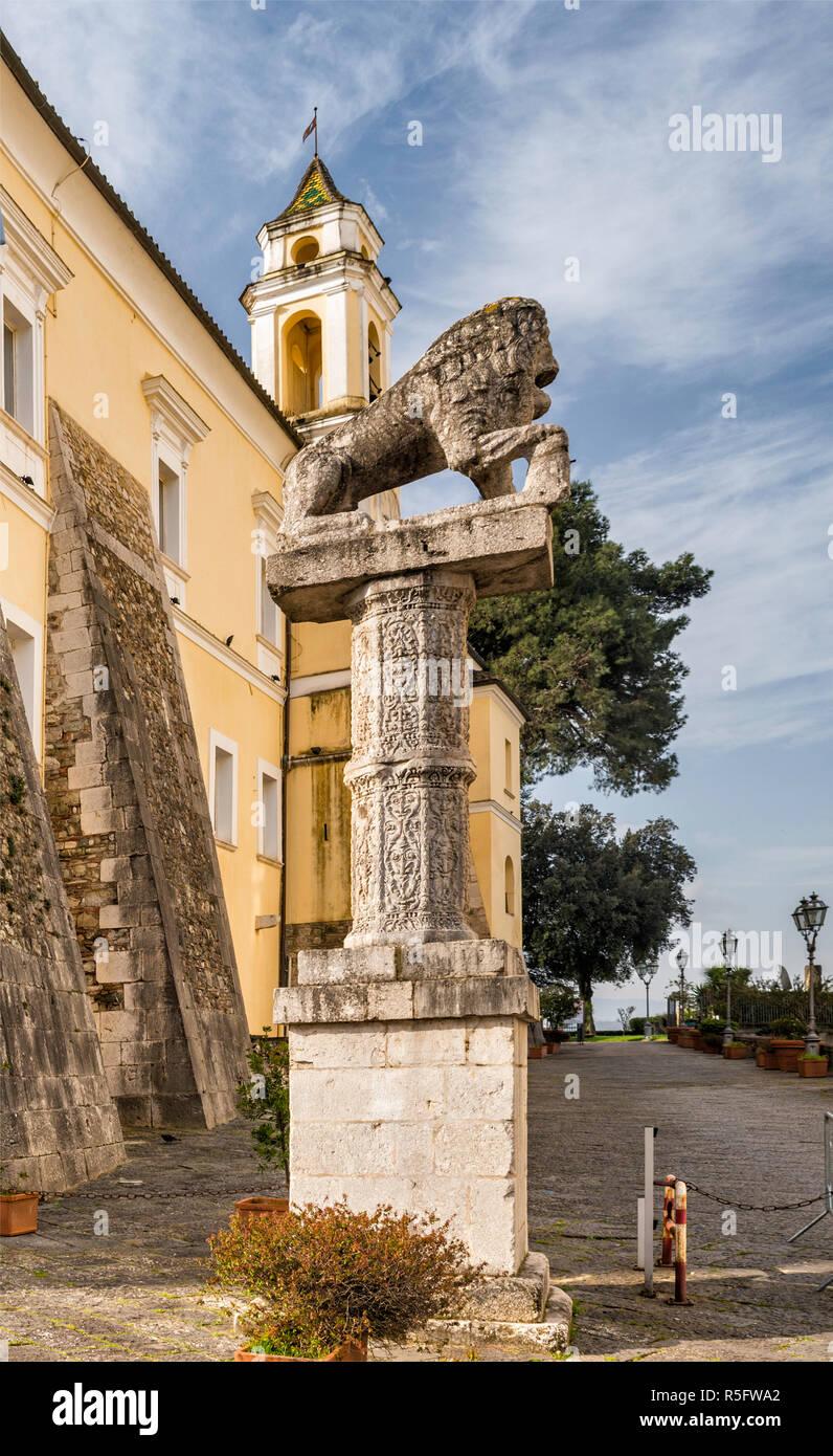 Statua di Traiano, Roman carvings at pedestal, at Palazzo dei Governatori Pontifici at Rocca dei Rettori, Benevento, Campania, Italy - Stock Image