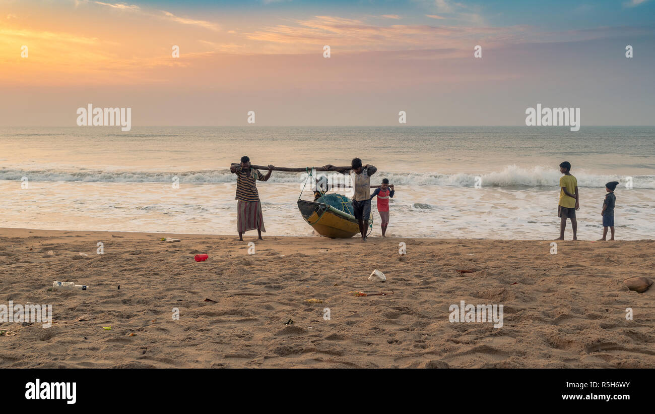 November 16,2018. Puri, Odisha, india. Fishermen toeing their fishing boat to Puri beach. - Stock Image