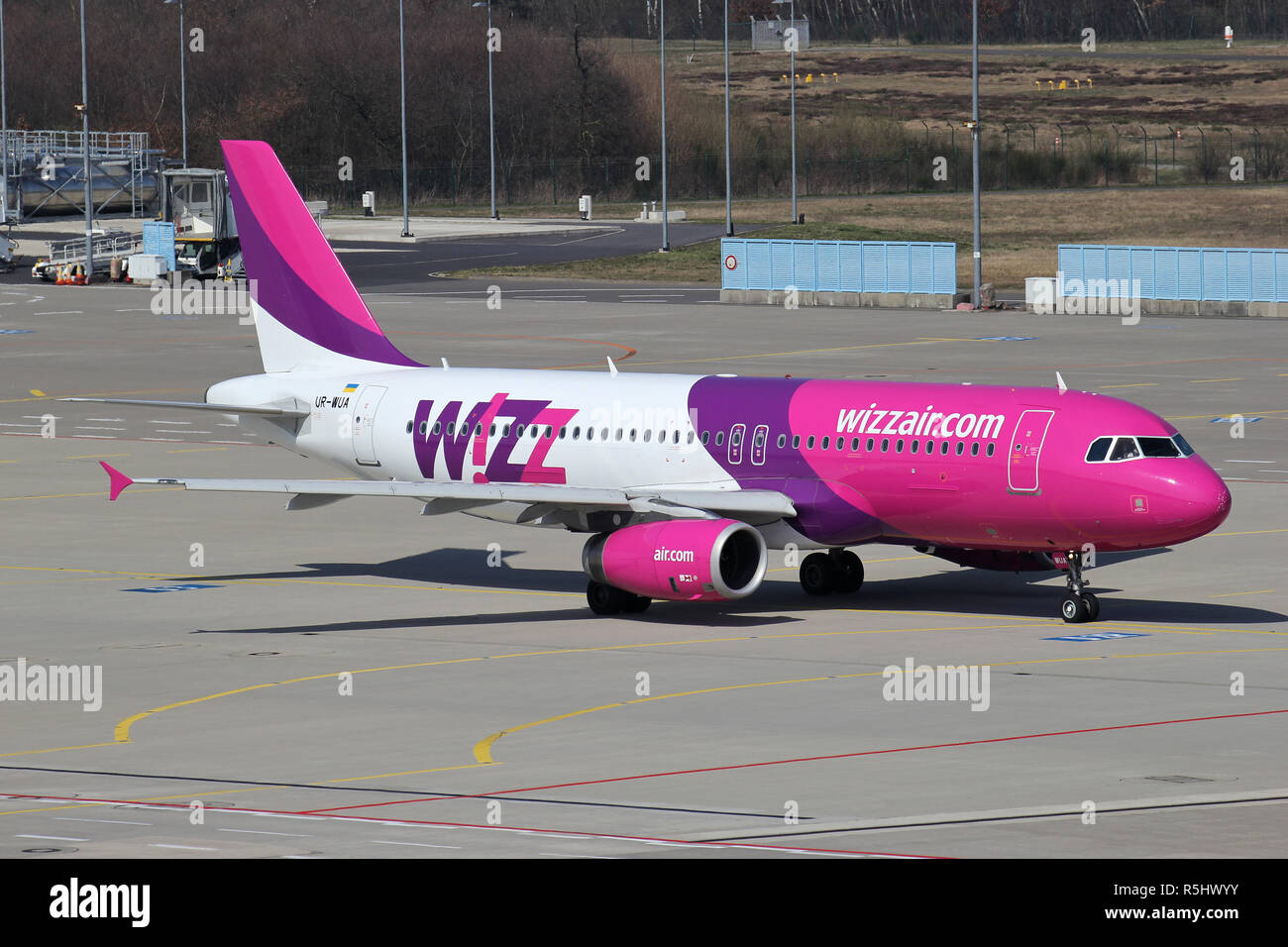 Wizz Air A320 Taxiing Stock Photos & Wizz Air A320 Taxiing
