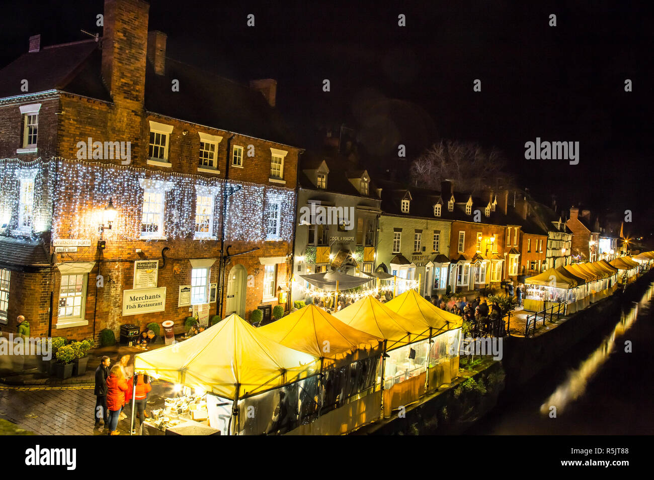 Bewdley, UK. 1st December, 2018. There is a feeling of real community spirit and festive fun this evening as the folk of Bewdley come together to support the town's annual Christmas lights switch-on and traditional Victorian Christmas Market. Hosted by local radio station BBC Hereford and Worcester presenter, Andrew Easton, with live band entertainment from the amazing Gasoline & Matches, the crowds ensure this is an evening which truly celebrates advent and the revelry of the festive season. Credit: Lee Hudson/Alamy Live News Stock Photo