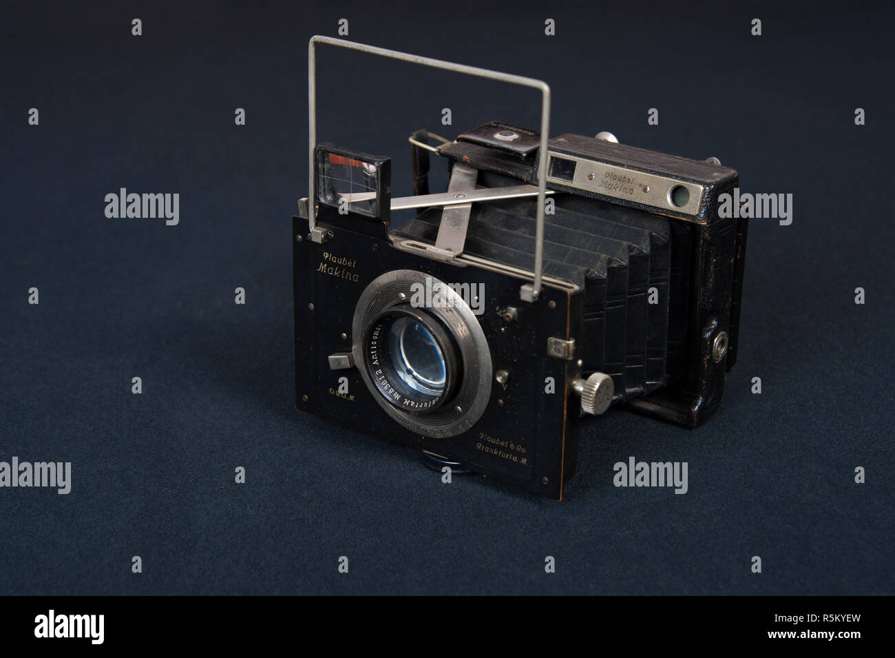 A vintage professional roll film camera made in Frankfurt Germany, called the Plaubel Makina. - Stock Image