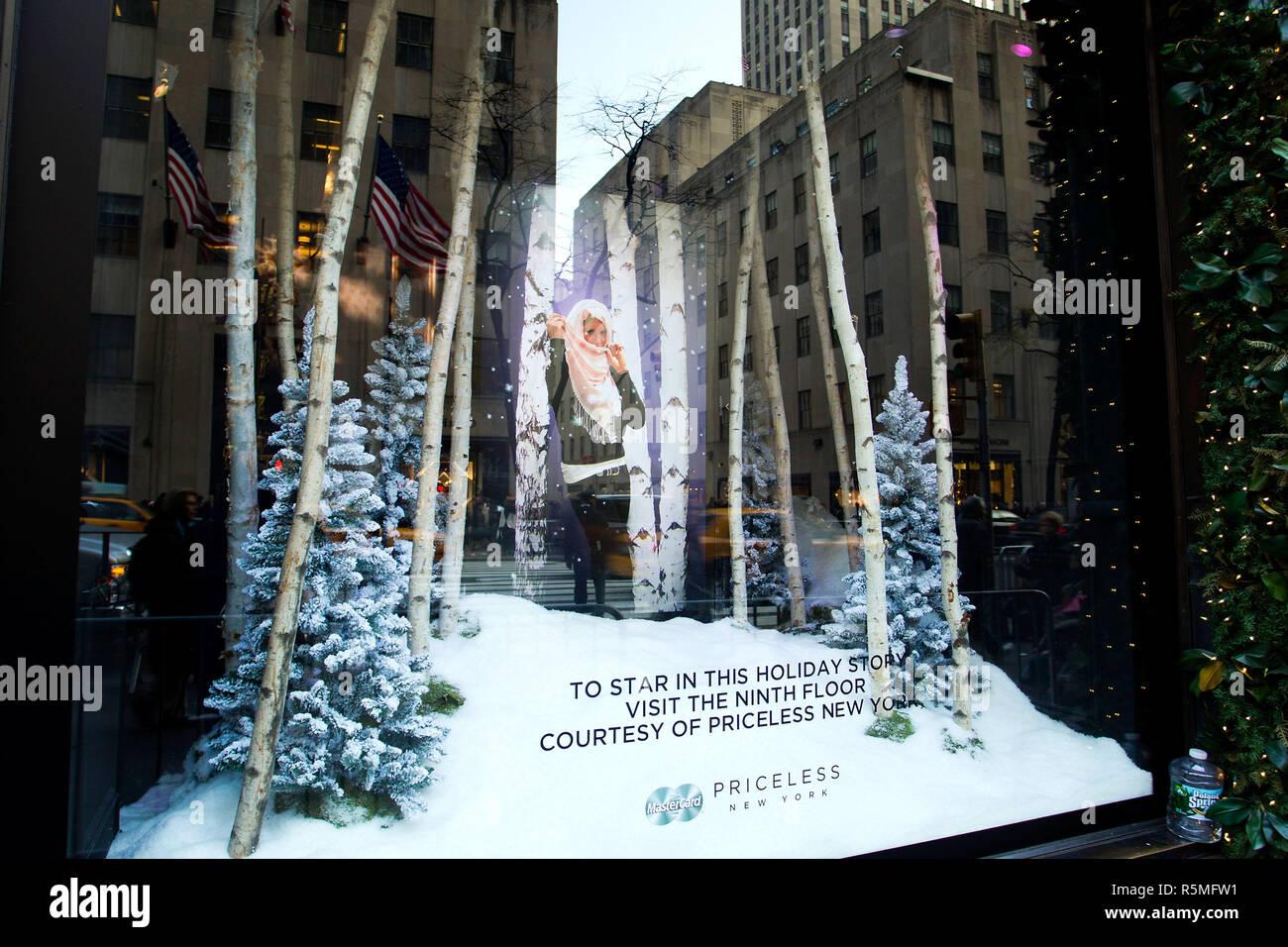 Fashion week New city york holiday windows for girls