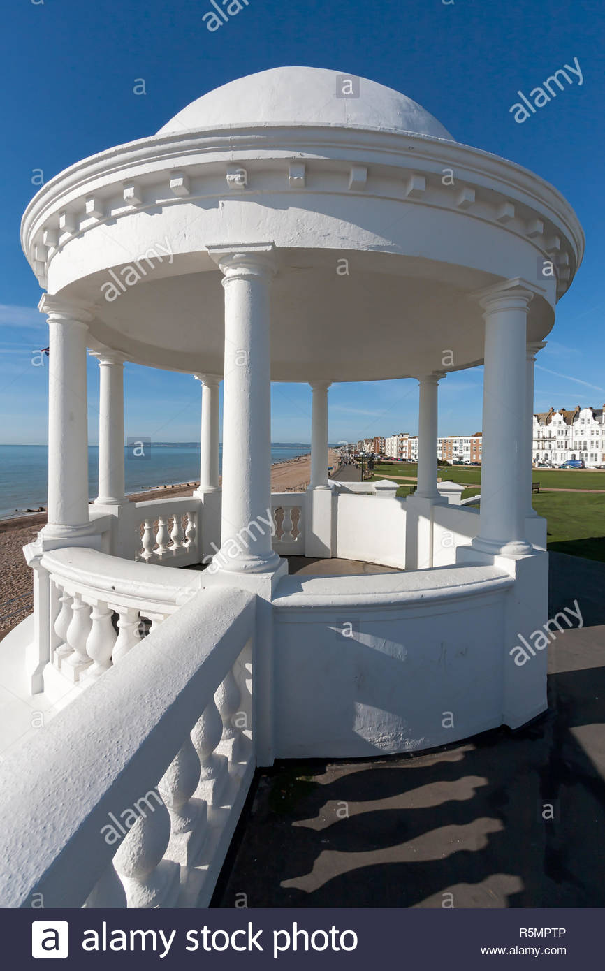 BEXHILL-ON-SEA, EAST SUSSEX/UK - OCTOBER 17 : Colonnade in grounds of De La Warr Pavilion in Bexhill-On-Sea on October 17, 2008. Unidentified people. - Stock Image