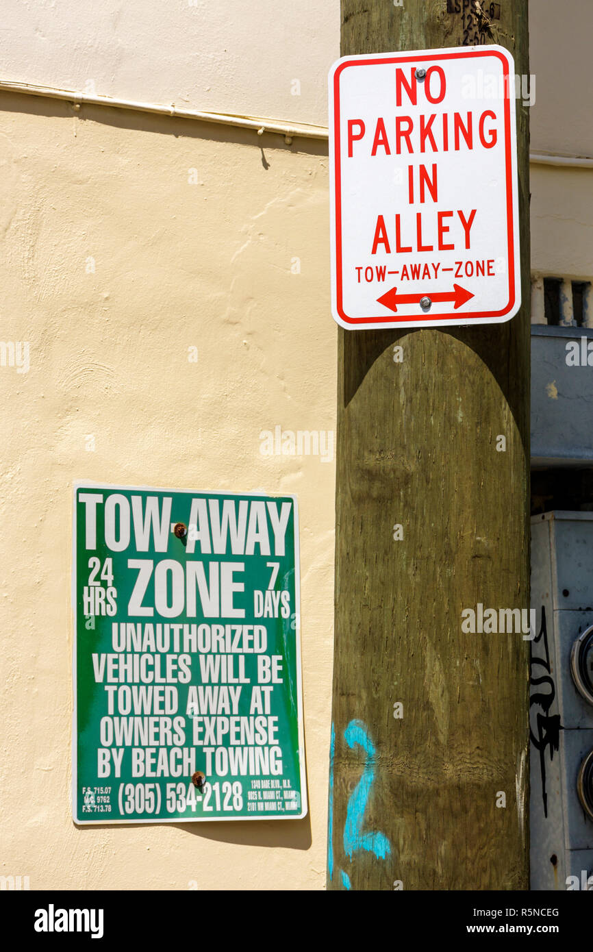 Miami Beach Florida sign information warning no parking in alley tow-away-zone 24 hours 7 days - Stock Image