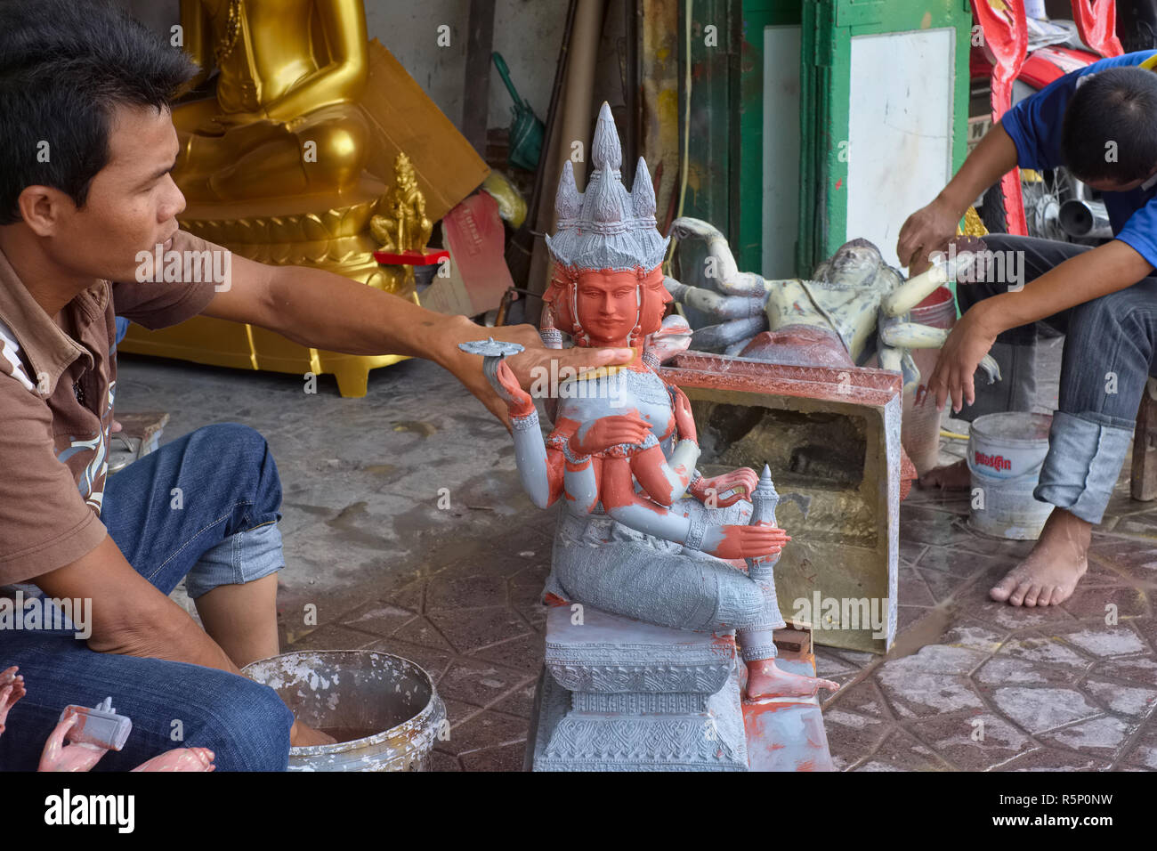 Manufacture of a figure of a four-faced Brahma, at a factory in Bamrung Muang Rd., Bangkok, Thailand, a street known for its Buddhist-themed factories - Stock Image