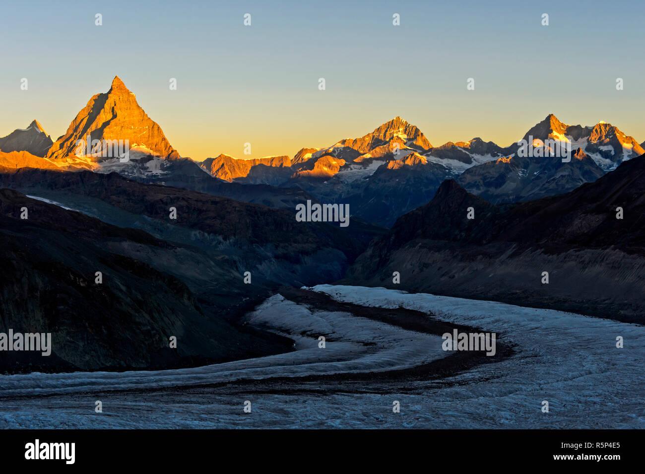 Morning sun at the Matterhorn, Dent d'Herens left, Dent Blanche, Ober Gabelhorn and Wellenkuppe right, Gorner glacier in front, Zermatt, Valais, Switz Stock Photo