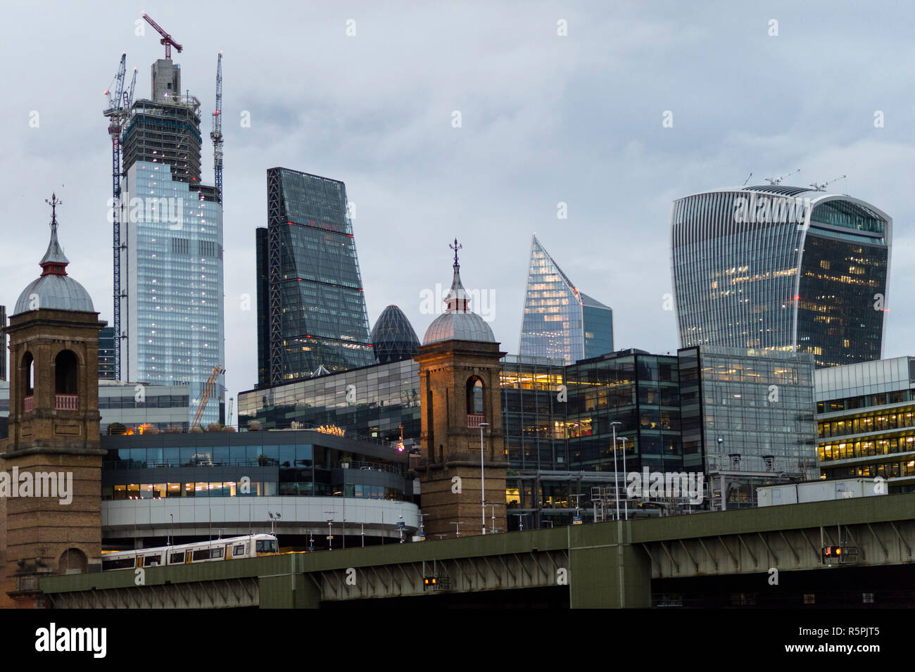 London, UK. 2nd Dec, 2018. Construction on 22 Bishopsgate (L) in progress in The City of London. Financial institutions face considerable uncertainty in the run up to the formal date of Brexit in March 2019, with several companies taking the decision to relocate staff to a European base, but construction on new skyscrapers providing additional office space in the area continues. Credit: Stephen Chung/Alamy Live News - Stock Image
