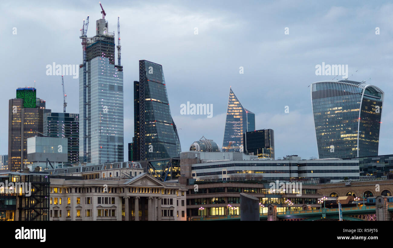 London, UK. 2nd Dec, 2018. Construction on 22 Bishopsgate (2L) in progress in The City of London. Financial institutions face considerable uncertainty in the run up to the formal date of Brexit in March 2019, with several companies taking the decision to relocate staff to a European base, but construction on new skyscrapers providing additional office space in the area continues. Credit: Stephen Chung/Alamy Live News - Stock Image