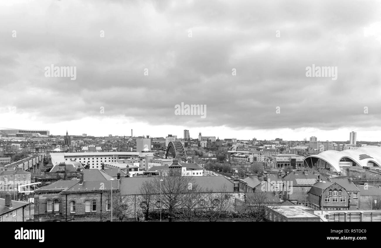 A view across the skyline of the city of Newcastle-upon-Tyne from Gateshead.  The Tyne Bridge is in the centre and the football stadium is in the dist Stock Photo