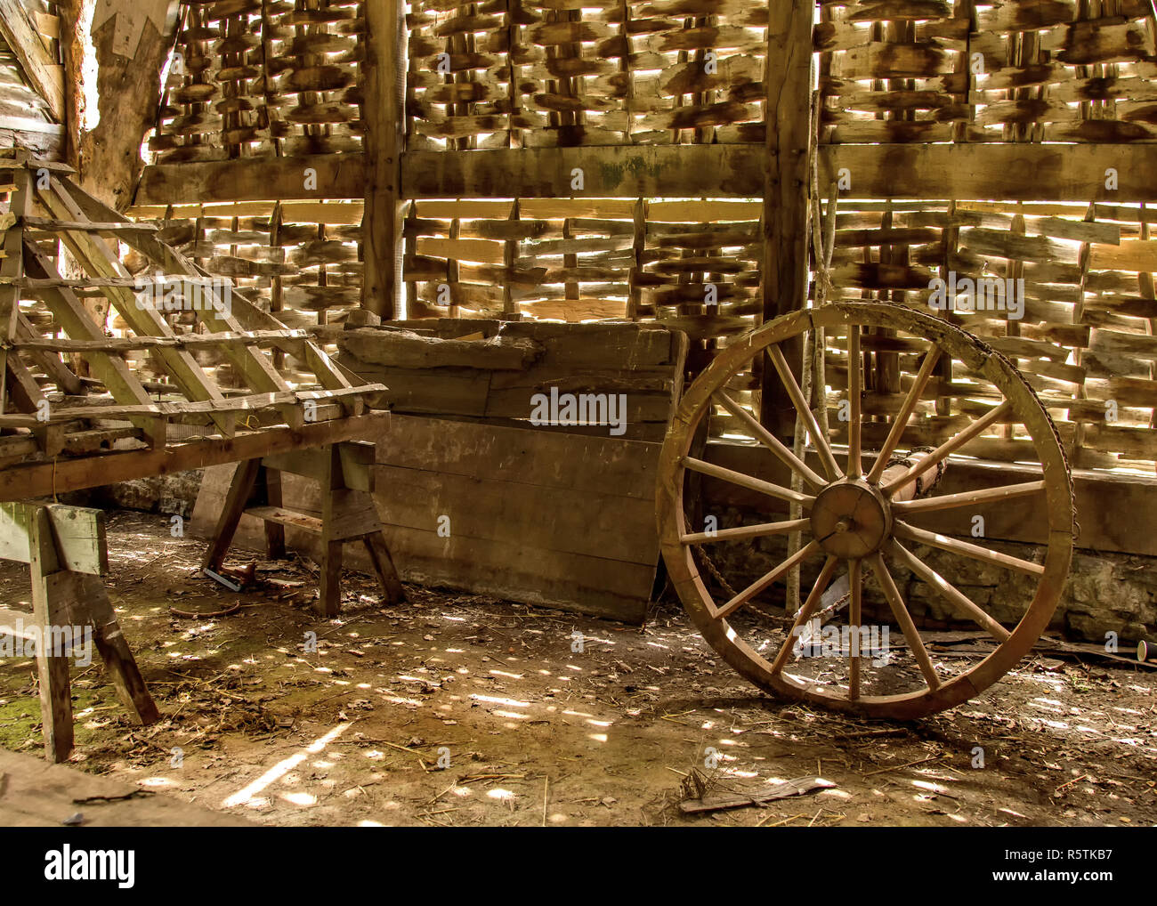 Wooden wagon wheel at Avoncroft Museum of historical buildings. - Stock Image